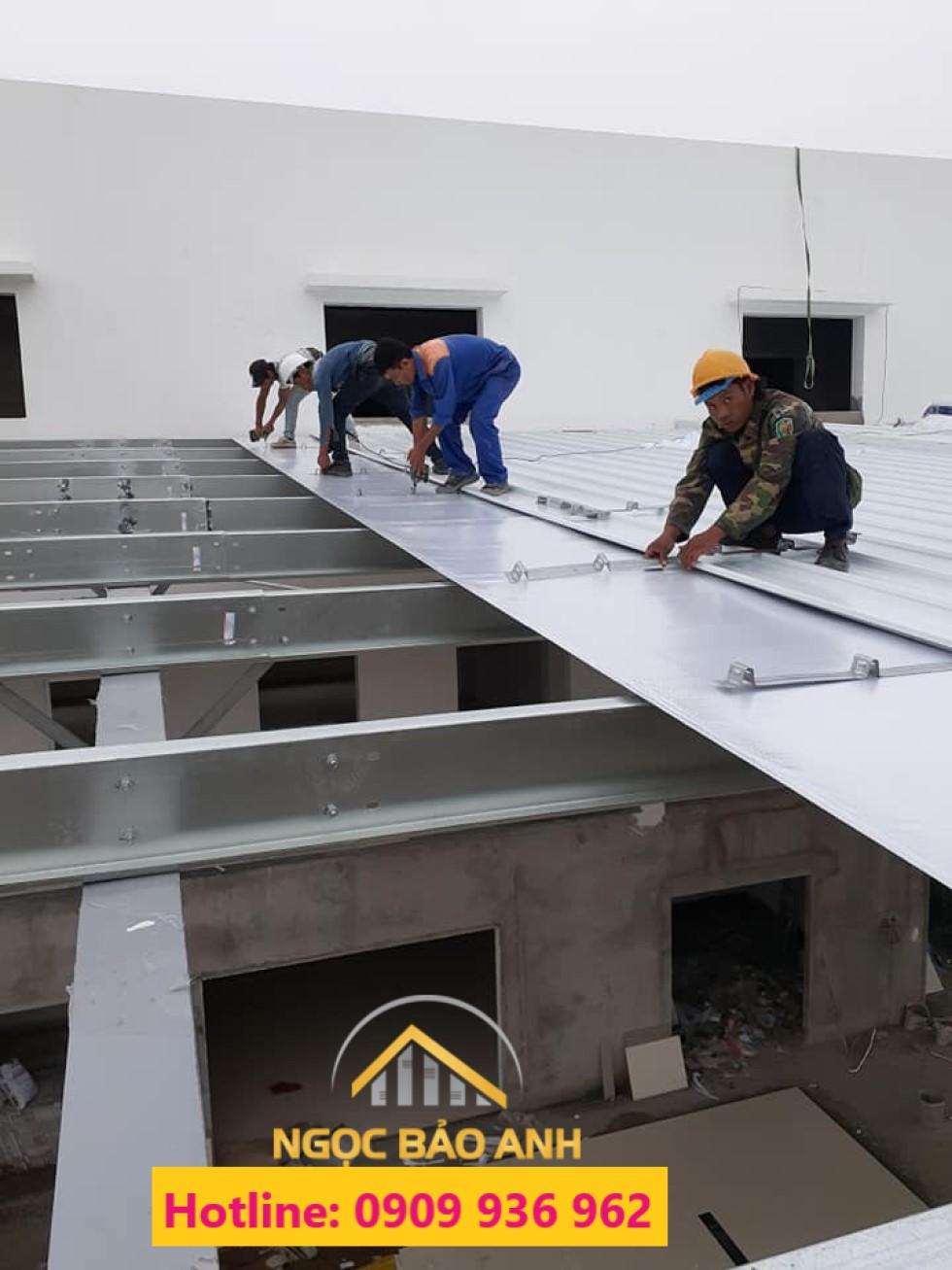 Sửa chữa thay mái tôn tại KCX Tân Thuận